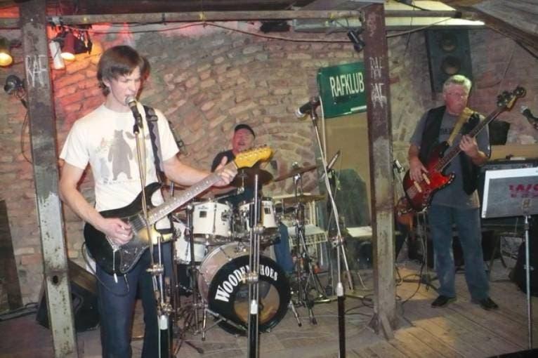 Bluescream + Doggybag