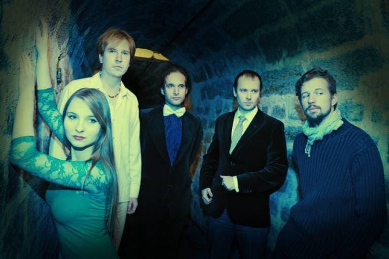 Sinuhet + Barbora Mochowa Quartet + Sousedi