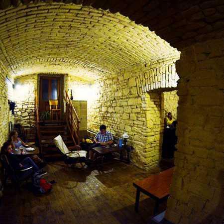 Evening's Café Souterrain