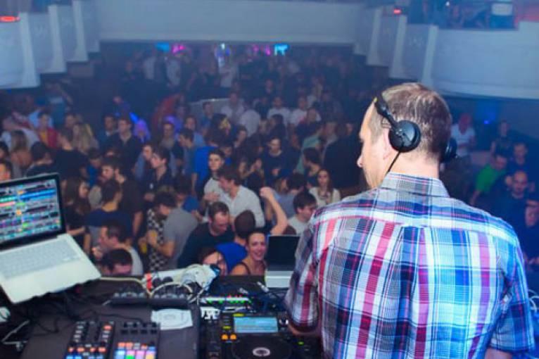 Sheexy Boat Warm Up: DJ Tazz + DJ Dan Cooley