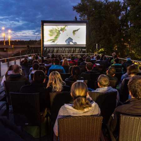 Letní kino na lodi