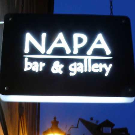 Napa Bar & Art Gallery