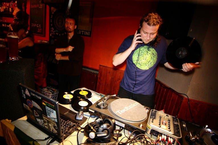 Závěrečná párty: DJ Dirty Bastard