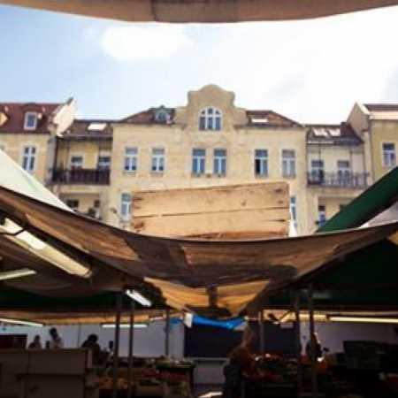 https://www.facebook.com/pages/Plac-Wolno%C5%9Bci-w-Poznaniu/233945413296469?fref=ts
