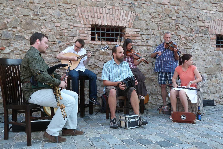Irish Music Jam Session: Poitín + more