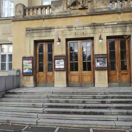 Divadlo Za plotem