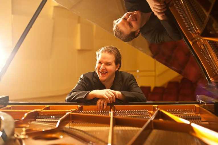 Lukáš Vondráček performs Brahms