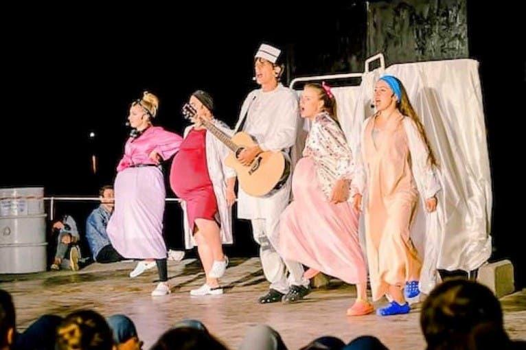 Teatr XL w Niebie: Porodówka