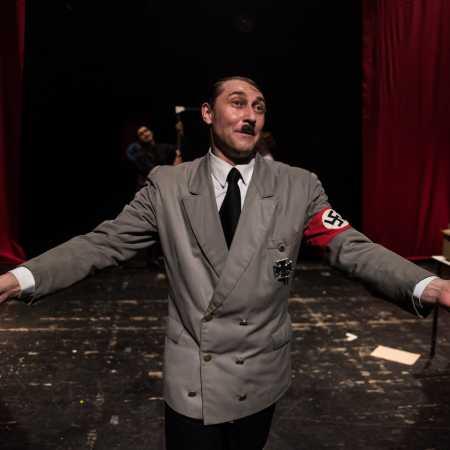 Doma u Hitlerů aneb Historky z Hitlerovic kuchyně