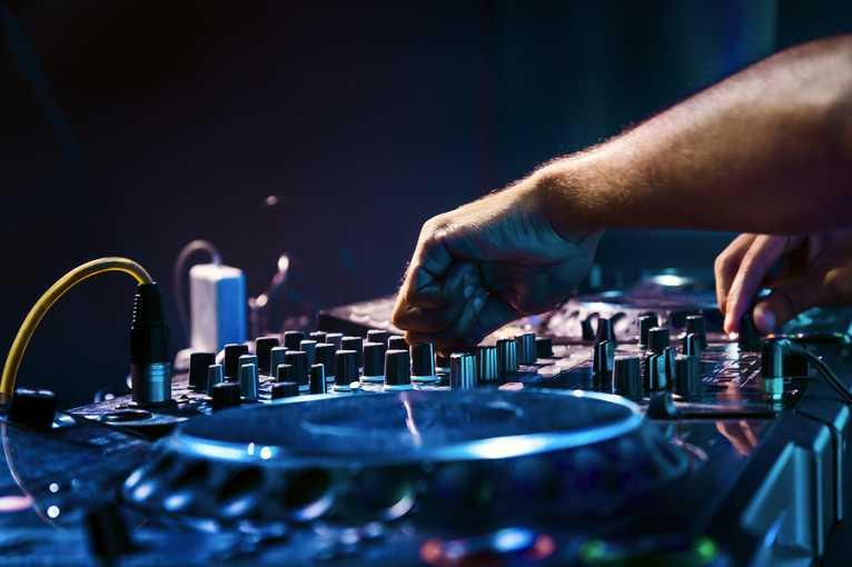 Techroom: DJ Franke + Dana Foris + další