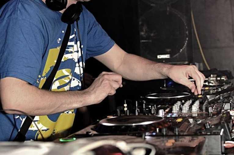 Re-Action: DJs EAC + Kotlyk + more