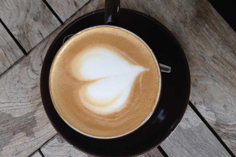 Káva spojuje