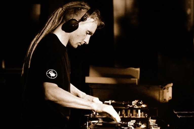 Experience!: DJ Martyzan + Z-Aires! + MIkkim