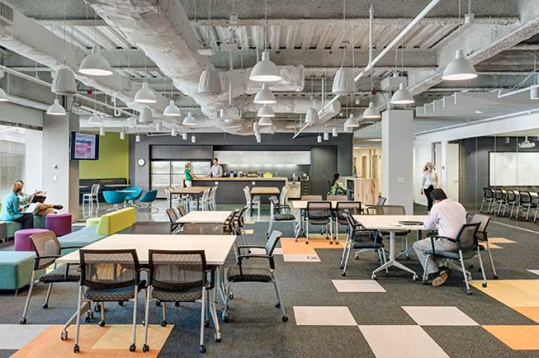Jaké to je v kanceláři, kde se pracuje v 24 jazycích?