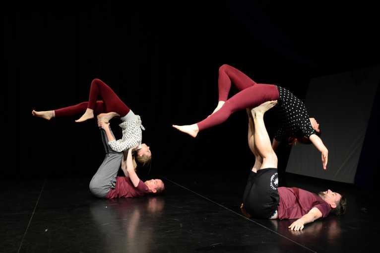 Párová akrobacie a AcroYoga – seminář