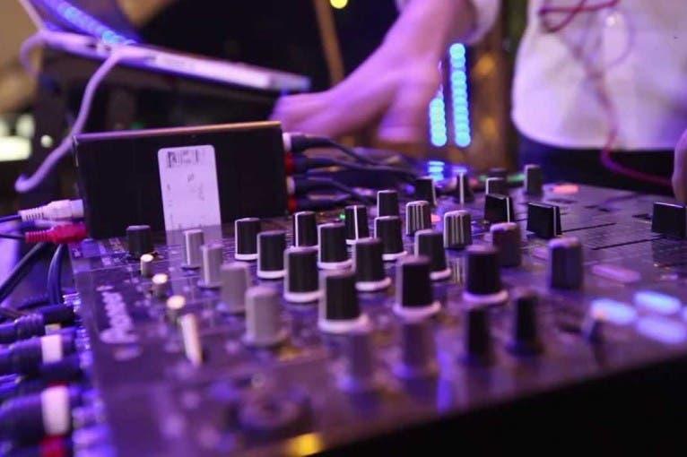 Frisbee: DJ Peritt + DJ Gruu