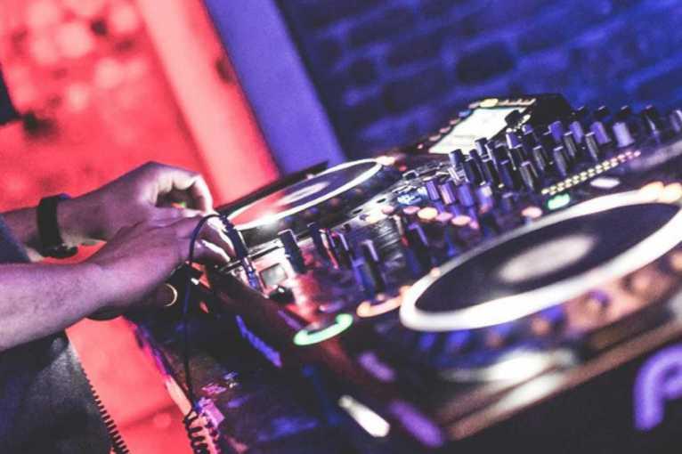 Sunday Rhythm: Superfloor + True Detectives + DJ One AC