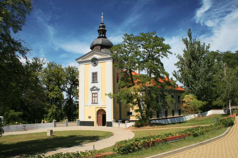 Zámek Ctěnice: Dějiny, stavební vývoj a obnova