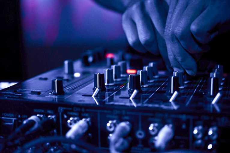 Mondays Like Fridays!: DJ Marlon + DJ Erk