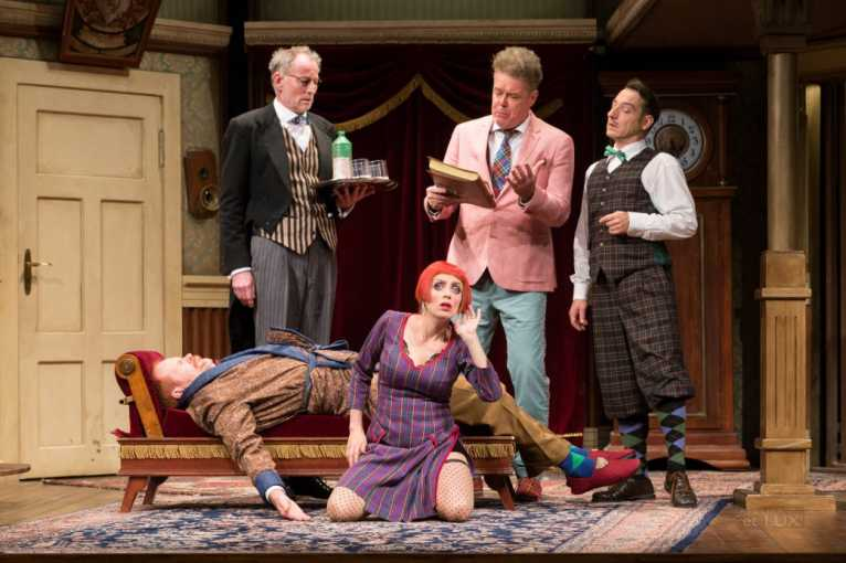 Mord Auf Schloss Haversham (The Play That Goes Wrong)