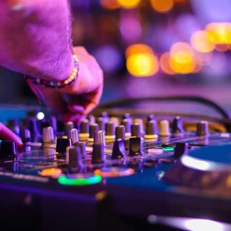 Velikonoční Aréna – retro disco: DJs Beruška + Hanny
