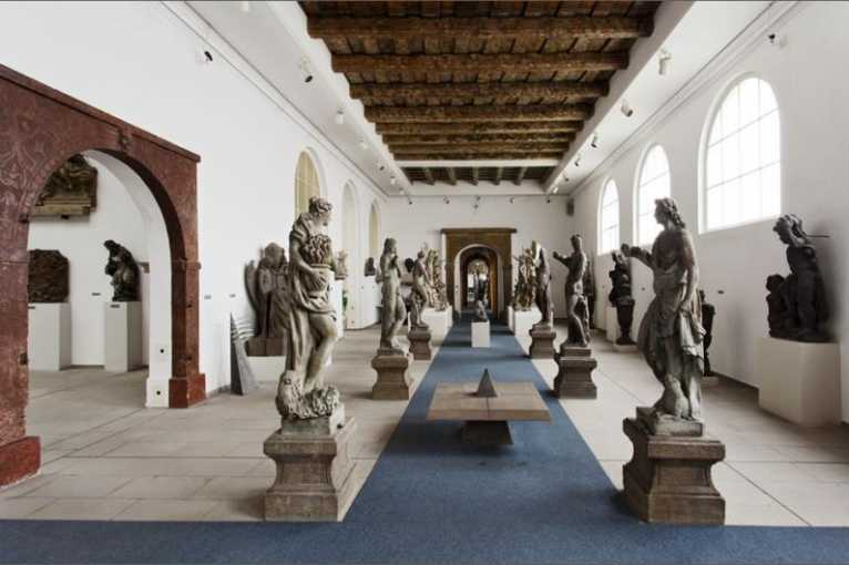 The Monuments of Stone Carving in Bohemia From the 11th to 19th Century