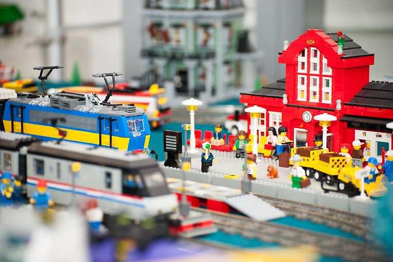 Den architektury: Kostičky LEGO a architektura Veletržního paláce