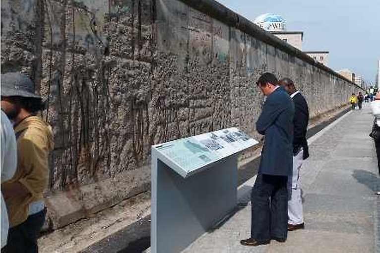 """Der historische Ort """"Topographie des Terrors"""". Ein Geländerundgang in 15 Stationen"""