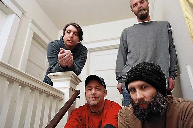 Built To Spill + support: Disco Doom + Oruã