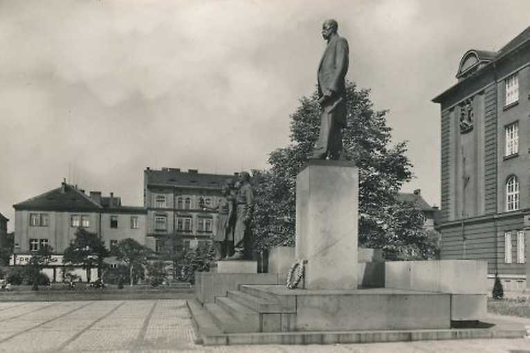 Architektura a společnost Plzně v roce 1948