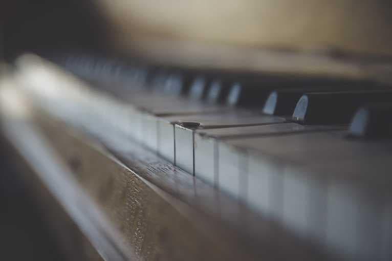 Usłysz Mnie. Muzyka: Muzyczne sieci napięć
