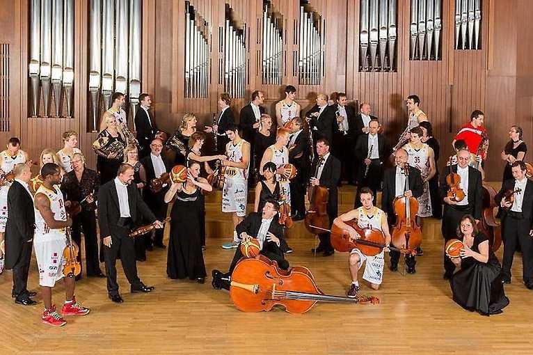 Komorní filharmonie Pardubice & Václav Hudeček & Debashish Chaudhuri