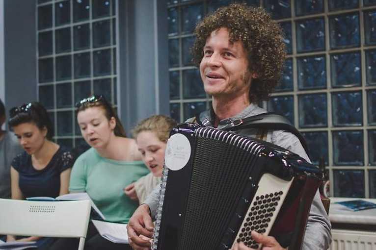 Folklor warszawski: wspólne śpiewanie