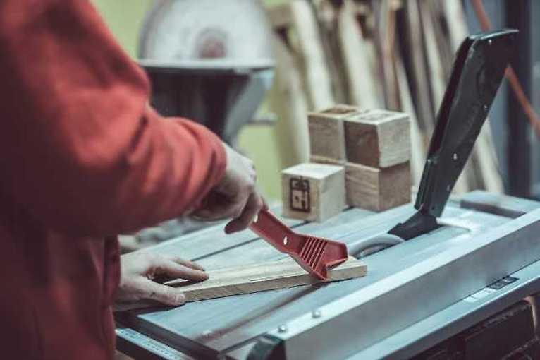 Dárkový poukaz – Kurz základů práce se dřevem