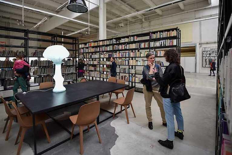 Dočasné struktury 1: knihovna, bistro, prodejna