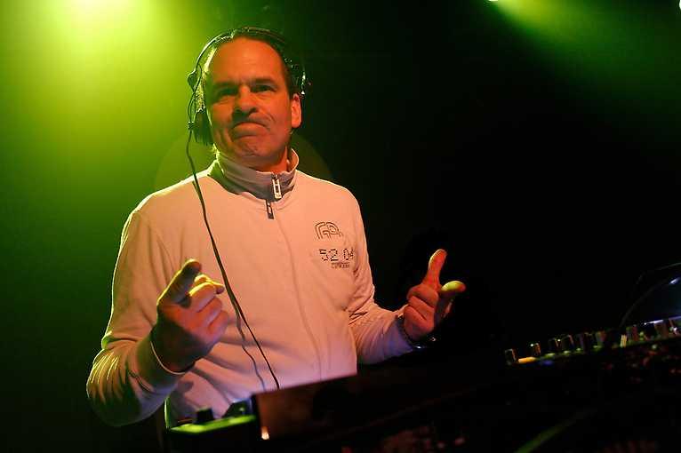 Wixapol: DJ Buzz Fuzz + Spinee