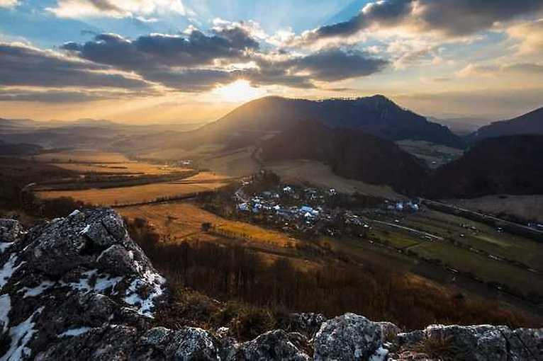 Lukáš Slamka: Krajinou dňom i nocou