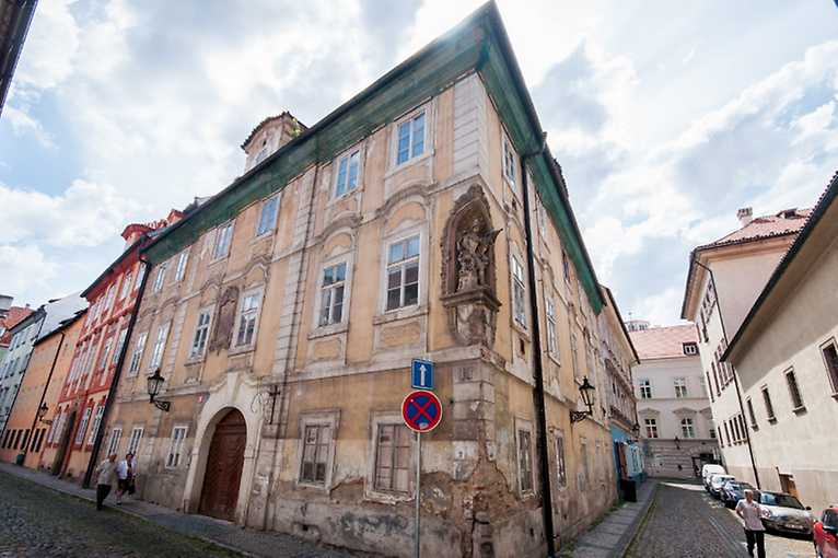 Prázdné domy v centru Prahy