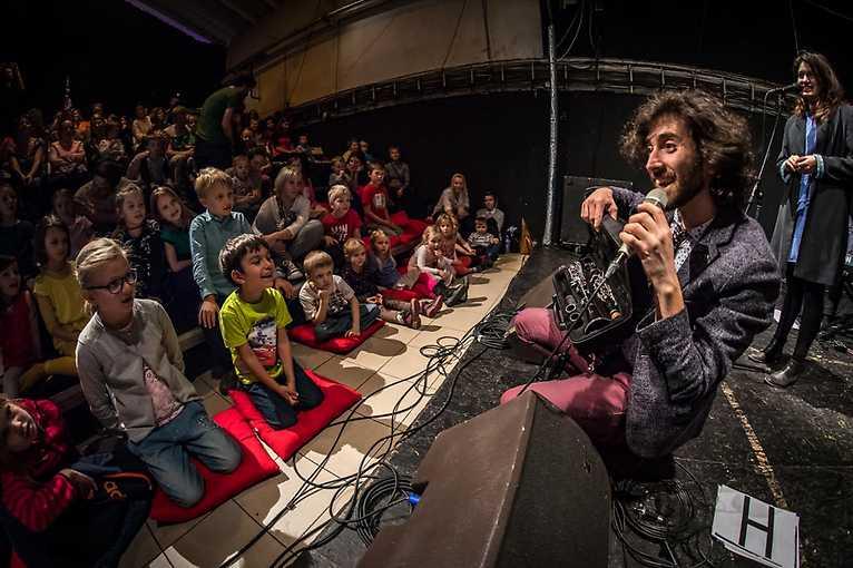 Mladí ladí dětem: Hudební workshop s Oranem Etkinem