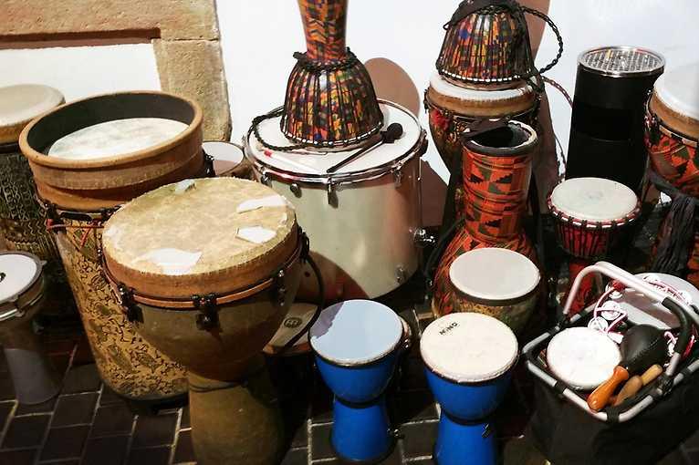Skupinové bubnování