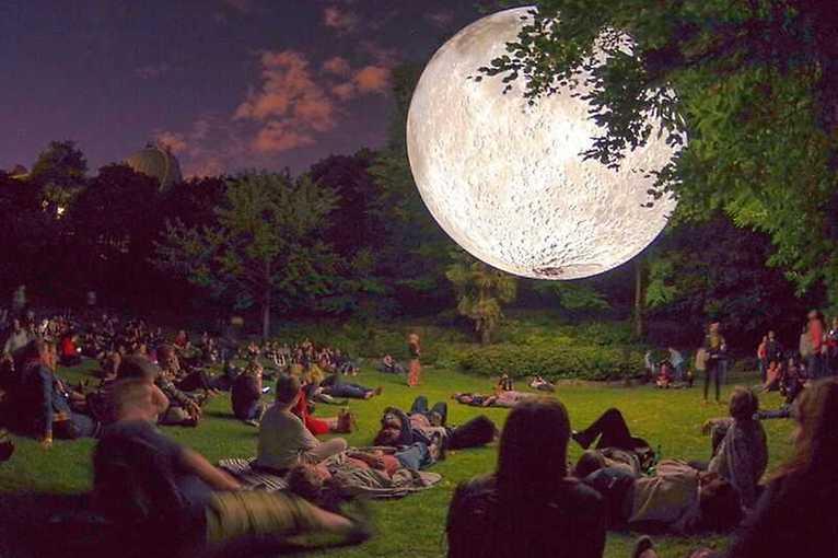 Jóga pod Měsícem