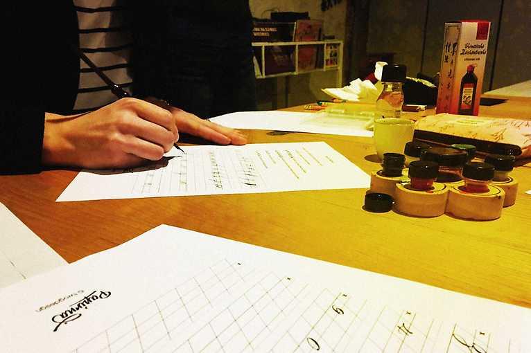 Moderní kaligrafie s Papírnou