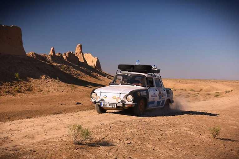 Jan and Dana Urban: Towards Mongolia by Skoda 100 197