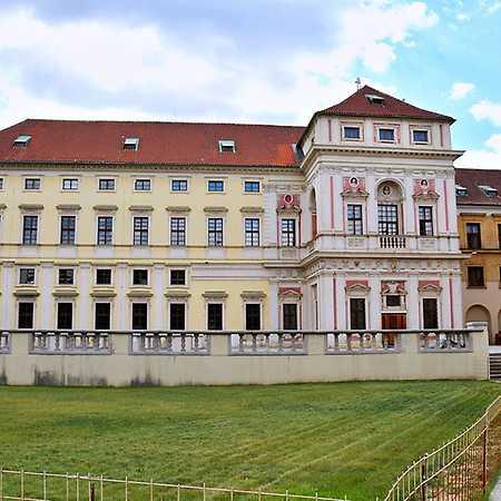Tyršův dům / Michnův palác