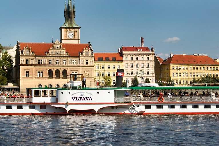 Město a řeka: komentovaná projížďka na parníku Vltava