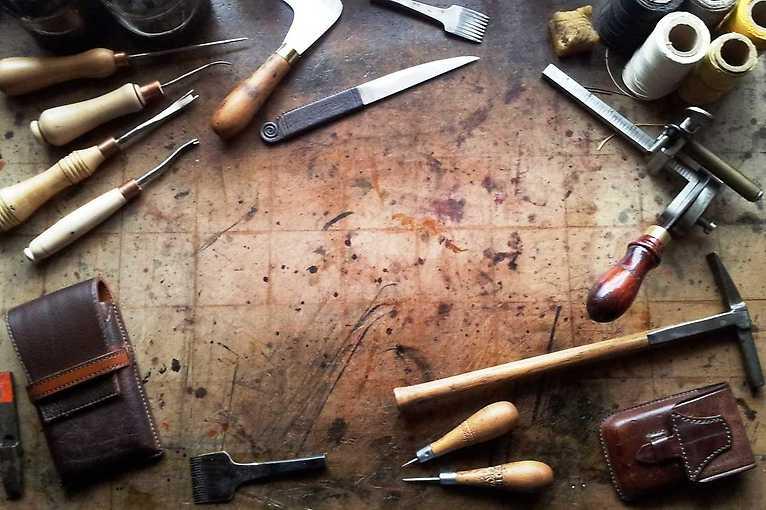 Výroba vlastního psaníčka z pravé kůže