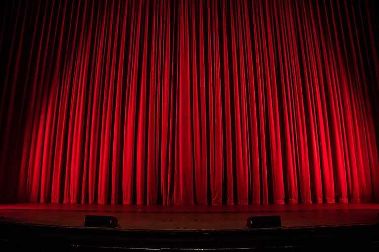 Zwiedzanie kulis teatru