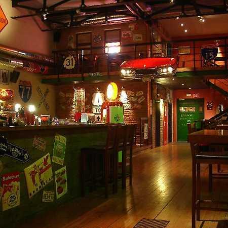 Road Cafe bar