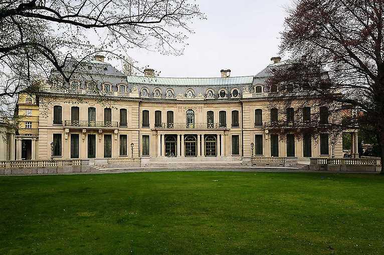 Slavné a prázdné vily Bubenče a okolí