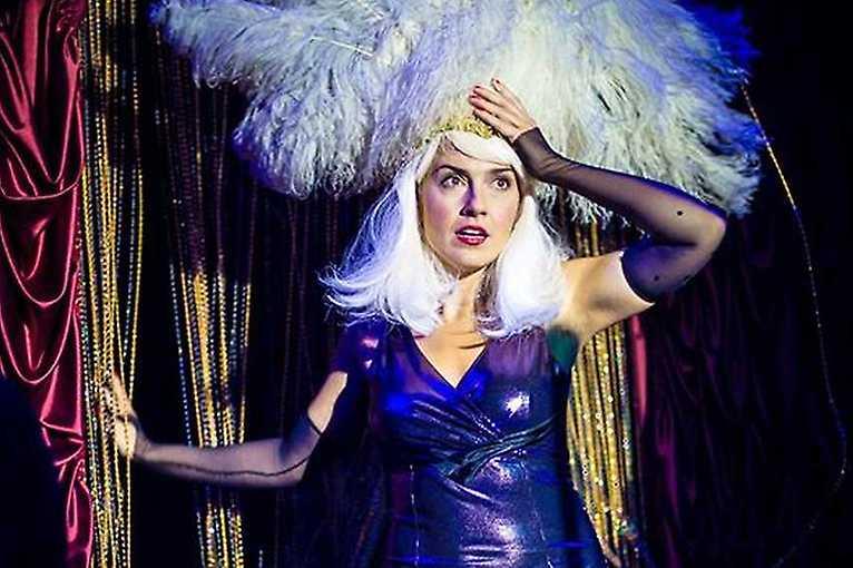 NeferNefer & Burlesque Show